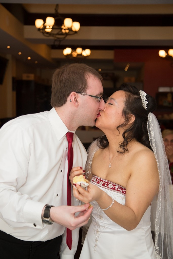 A kiss at the reception held in Winter Park's Nelore.